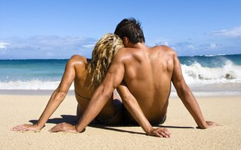317427__love-couple-beach-waves_p